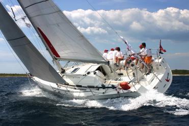 Sailboat Bavaria 42 Match