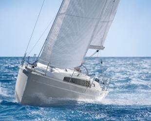 Sailboat Bavaria Cruiser 33